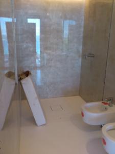 PRIMA-DOPO-progetto-6-realizzazione-bagno-sanitari-sospesi (2)